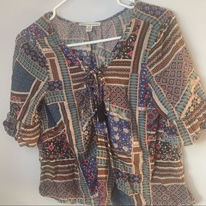 AMERICAN EAGLE BROWN GREEN BLUE PATTERNED LACE BLOUSE TSHIRT WOMEN'S SIZE XS